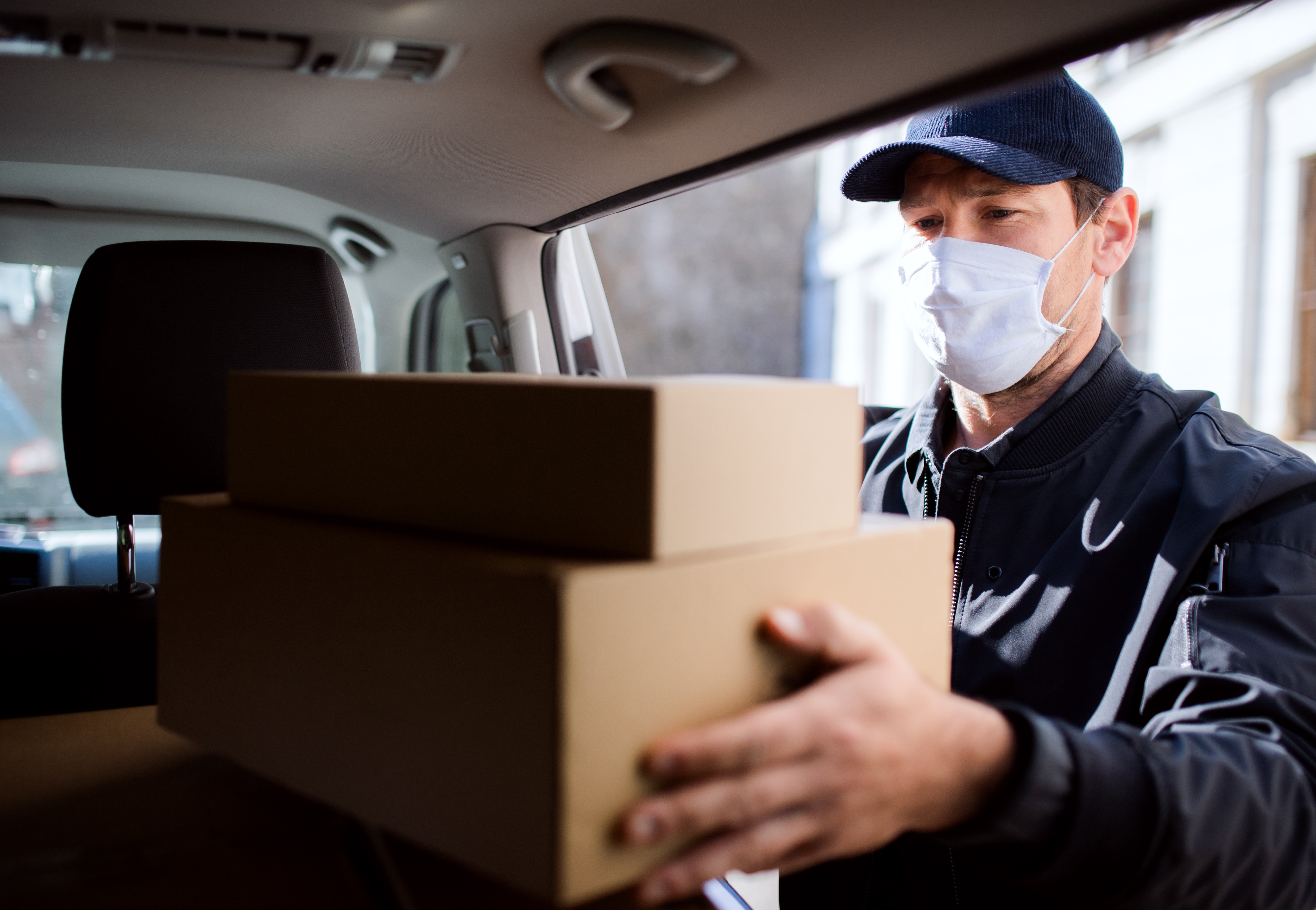 delivery-man-courier-with-face-mask-delivering-par-NWKG64Q